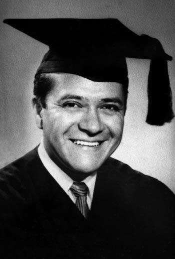 Carlos Castaneda, doctor en antropología (1973).