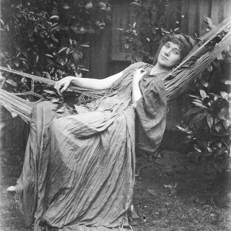 Florence Farr, tal como aparecía en «El idilio siciliano», de John Todhunter (1890). Foto: Senate House LIbrary.