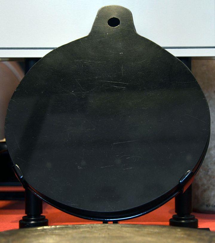 Espejo negro de John Dee. Museo Británico. Foto: Vassil, Wikipedia.