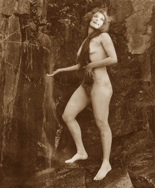 Annette Kellerman aparecía así en The daughter of the gods (1916)