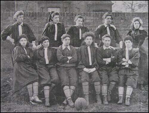 El equipo Londres Norte, del British Ladies Football Club el día de su debut, 23 de marzo de 1895.