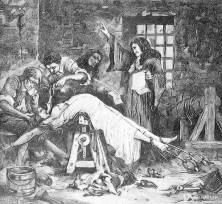 La marquesa, torturada por la policía.